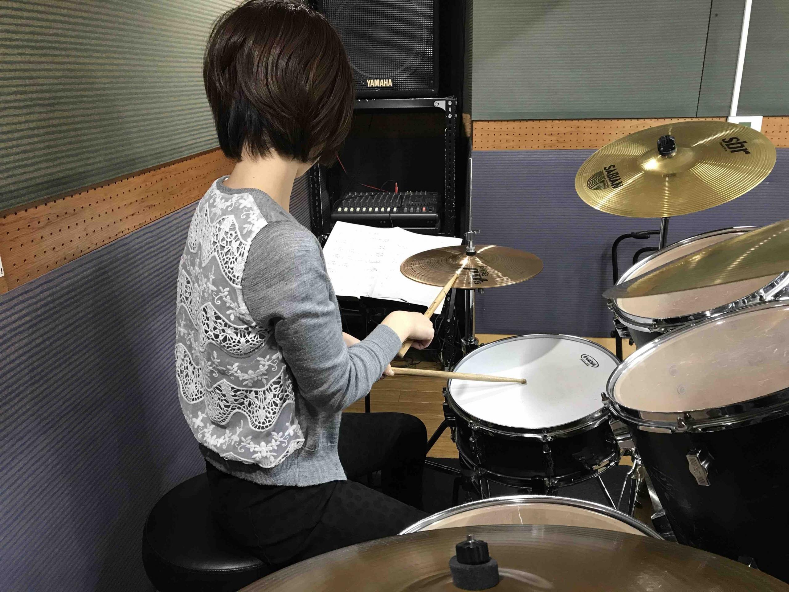 ドラム練習 譜面台の高さ 悪い例
