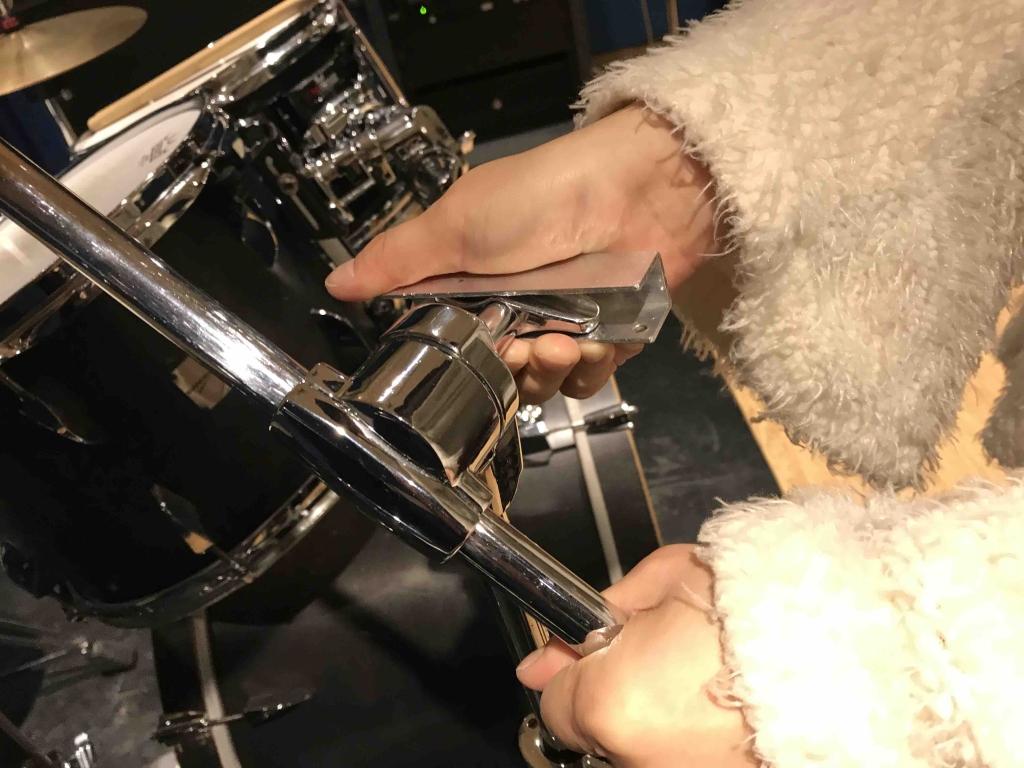 ドラムのネジの緩め方